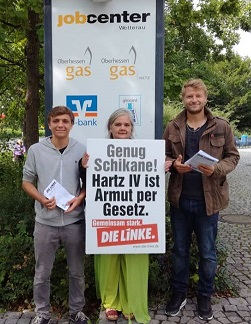 Aktion vor dem Jobcenter in Friedberg